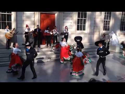 Jarabe Tapatío - Calpulli Mexican Dance Company and Mariachi Flor de Toloache