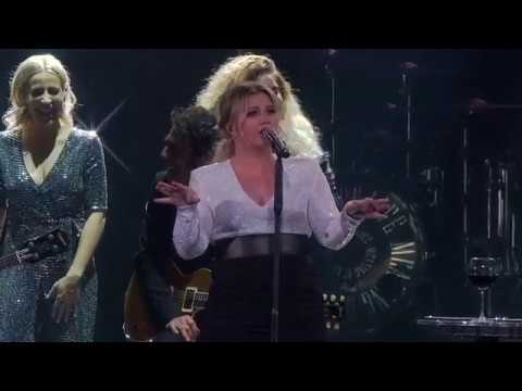 Kelly Clarkson - A Minute + a Glass of Wine (Live in Glendale, AZ)