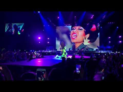 NICKI MINAJ   Super Bass / Finale [Live at Paris Nicki Wrld Tour 2019]