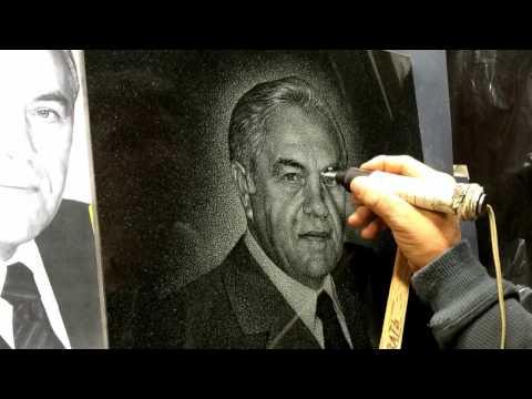 видео: engraving  on the granite (Гравировка портрета на граните)