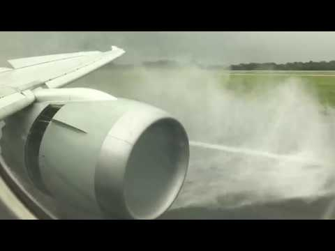Qatar Airways 787 Rainy Landing in Manchester