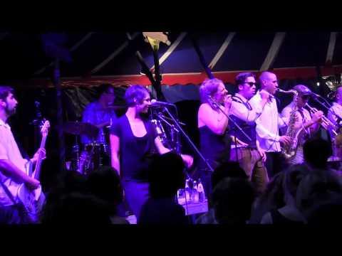 Nina Alverdes & Santeria and the Porn Horns @ Tollwood München 06.07.2011 [1]