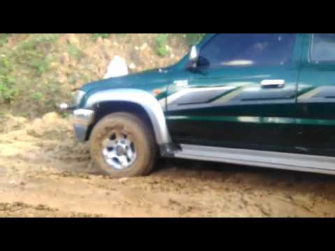Toyota hilux 2004 en el barro