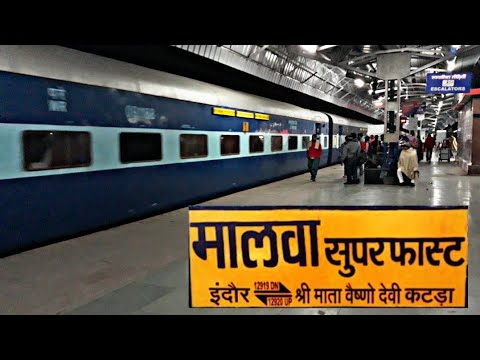 Midnight Arrival of Indore Jammu Tavi Malwa Superfast Express at Agra Cantt Railway Station