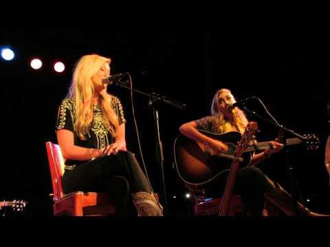 """Maddie & Tae """"Sierra"""" Acoustic, Live"""