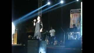 "Sunidhi Chauhan live at GIT Belgaum. ""bin tere""."