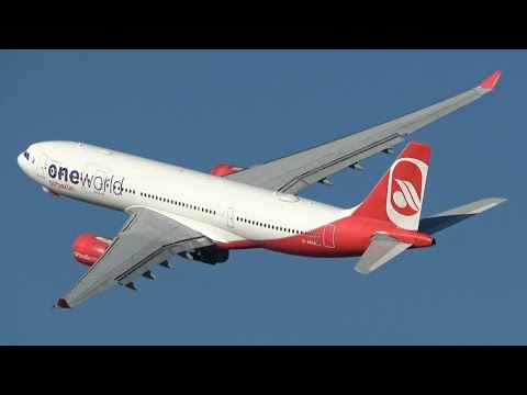 Wing wave! Spectacular final AirBerlin A330 take-off from Düsseldorf airport (4K)
