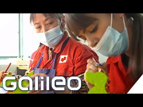 Arbeiten in einer Spielzeugfabrik - ein Selbstexperiment | Galileo | ProSieben