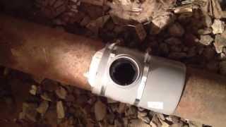 Делаем врезку в канализационый лежак в подвале.(, 2014-06-27T06:13:12.000Z)
