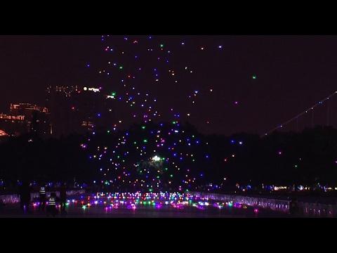 1,000 drones glittering in sky for Chinese lantern festival set Guinness record