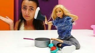 Barbie ve Sevcan oyun videoları. Dc MC Stuffins Barbie'ye gözlük taktırıyor