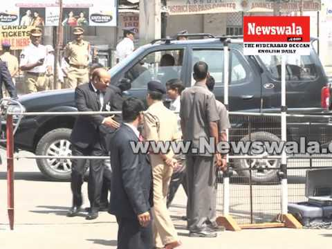 PM Manmohan Singh visited Dilsukhnagar twin blast site in Hyderabad