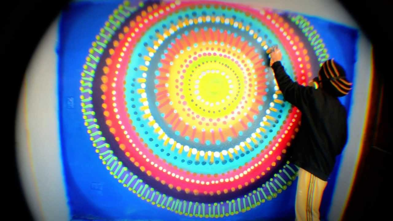 Mural mandala by chico campos criurone 4 locos youtube for Mural mandala