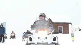 Путин и Лукашенко катаются на лыжах