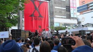 新宿ステーションスクエア(アルタ前)で「♪HERO by yoshiki classical...