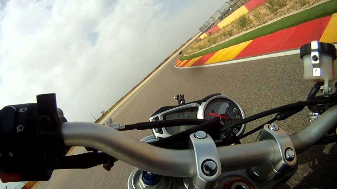 Circuito Motorland : Triumph speed triple vs triumph street triple r; circuito de