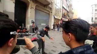 أغاني كردية شعبية في شارع الاستقلال اسطنبول Kurdish songs at İstiklal Caddesi 1.12.2017