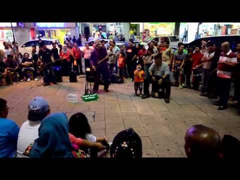 Busking at Bukit Bintang, Kuala Lumpur @ Aku Yang Tersakiti
