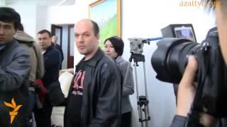 """Министра труда """"Потому что"""" Абденова закидали яйцами. Казахстан"""