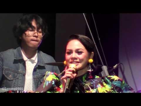 Andien - Sahabat Setia ~ Moving On  @ JJF 2017 [HD]