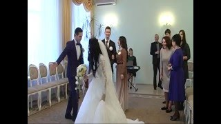 Бардак в ЗАГСе: Не та свадьба!  /Scandal at the registry office: Another wedding!/