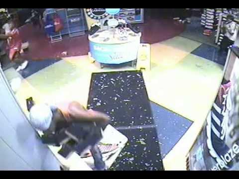 8/11/14 Burglary Suspects: Shoe Carnival, 3503 Bamberger