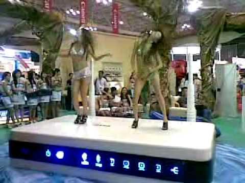 [www.MayTinhSaiGon.com] - Gai nhay tai trien lam CNTT 2010