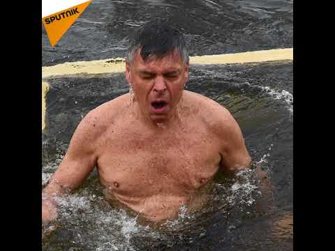 US Ambassador to Russia Jon Huntsman Plunged into an Icy River