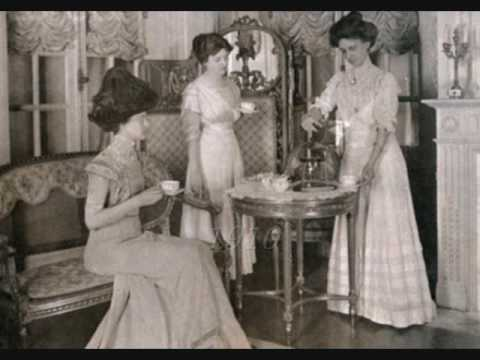 Vintage Female Fashion Portraits (1880-1939)