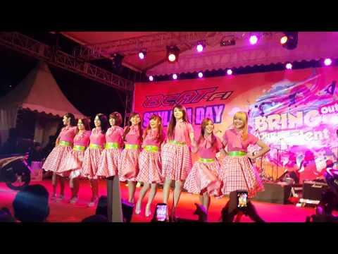 Cherrybelle-Pergi Ke Bulan at Top100 Batam (7 Sept 2014)