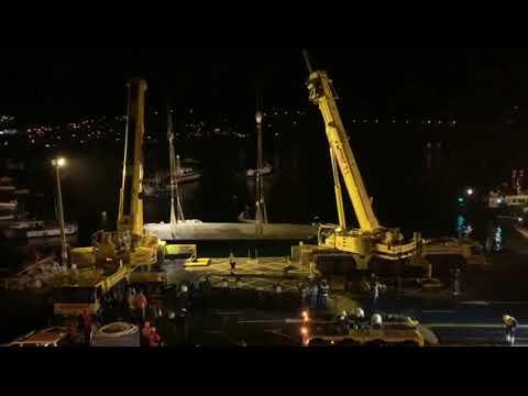 El narcosubmarino ya está en el puerto de Aldán