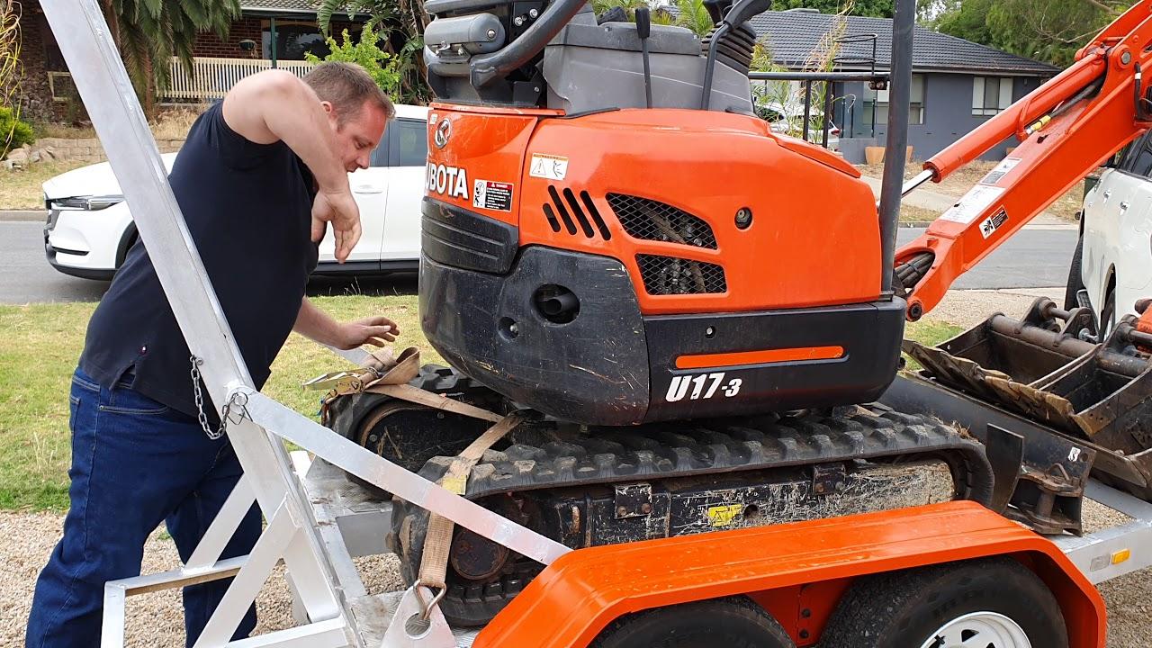 Adelaide Mini Excavators Tutorial 5 Strapping Excavator Down On Trailer Youtube
