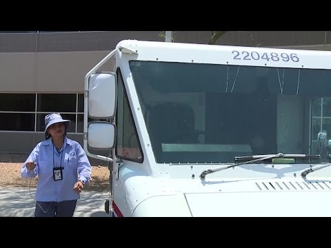 Las Vegas valley workers outside trying to stay safe in the heat