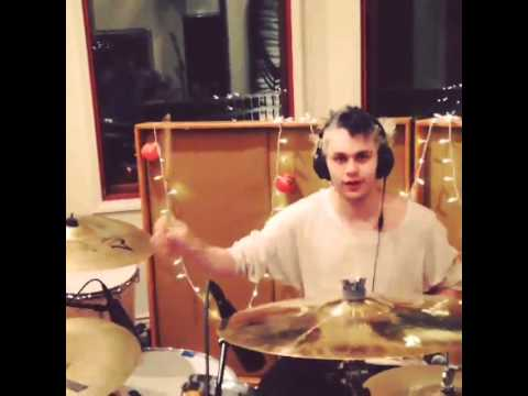 5 Seconds Of Summer - Instagram Video - So uhhhhh michaels recording drums