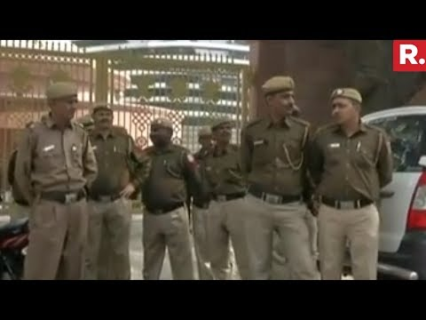 Delhi Police At Arvind Kejriwal's Residence | #AAPSlapgate