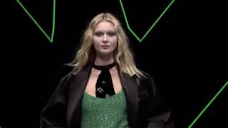 Emporio Armani Fall Winter 2018-19 Womenswear Fashion Show Video _ Post Meridiem