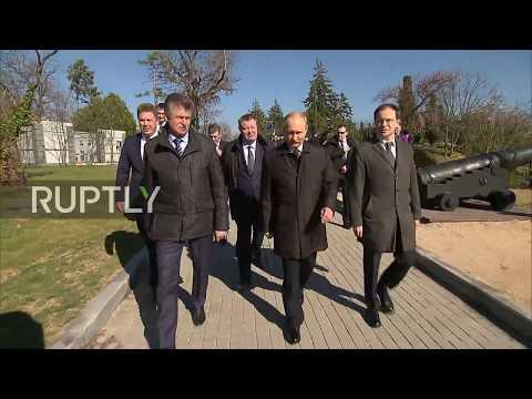 Russia: Putin greets veterans at Crimea's Malakhov Kurgan memorial