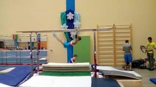 3 Взрослый брусья гимнастика