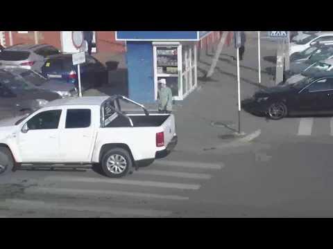 Проезд под знак запрещено до 14 часов. г.Кореновск. Перекресток ул.Мира и Р.Люксембург. 18.11.2017