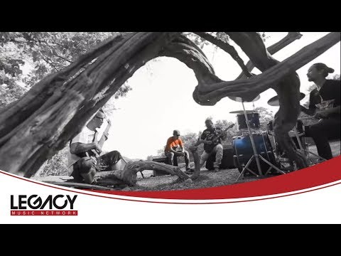Nyi Min Khaing - A War Yaung Nay Swel Myar (ညီမင္းခုိင္ - အဝါေရာင္ေန ့စြဲမ်ား)