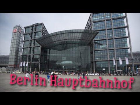 Züge im Berliner Hauptbahnhof (Trains in Berlin Central Station)