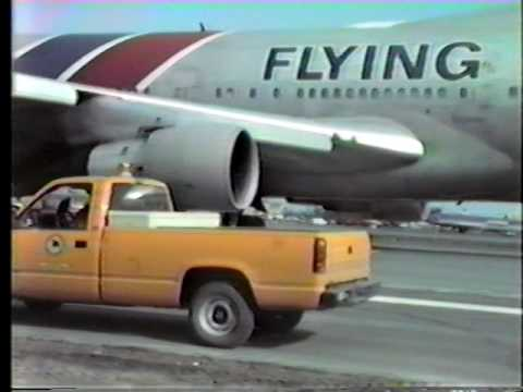 Flying Tigers 747 landing with blown tires