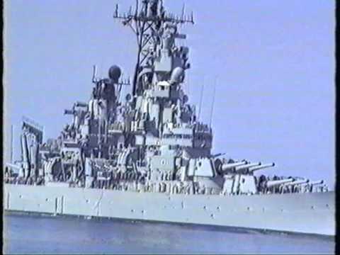 Hr Ms Zuiderkruis ontmoet de USS Wisconsin (BB-64) tijdens de golfoorlog