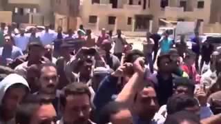 بالفيديو: أهالي التجمع الخامس يهتفون «شوفوا سعادة البيه قتلنا عشان جنيه » احتجاجا على قتل أمين شرطة لمواطن