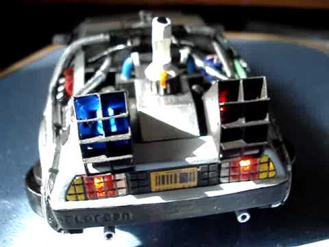 Papercraft Back to the Future Delorean paper model m 120