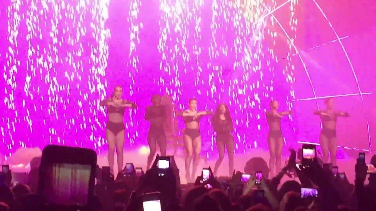 Nicki Minaj at the GLASGOW MTV EMAs 2014