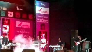 Gambar cover Sonu Nigam Live performance-All izz Well -kalaghoda 2011