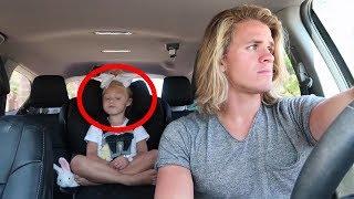 Als dieses kleine Mädchen ihren Vater bittet das Radio anzuschalten, passiert etwas wirklich Cooles!