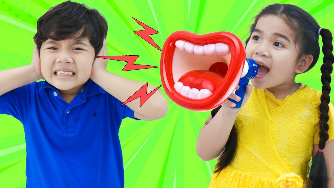 Suri and Sammy Pretend Play Trolling Family with Loud Megaphone Toy for Kids