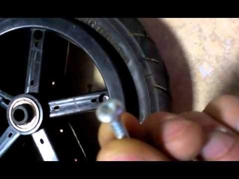 Ремонт колеса детской коляски за 50 рублей - YouTube